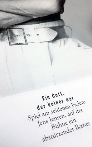 Friedstadtpalast Berlin Revue Elements | Jens Jensen Ikarus Strapaten